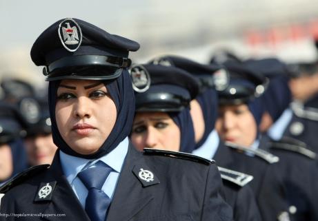 muslimah 7 Polisi di Irak